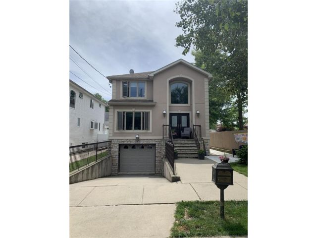 4 BR,  2.00 BTH Multi-family style home in Annadale
