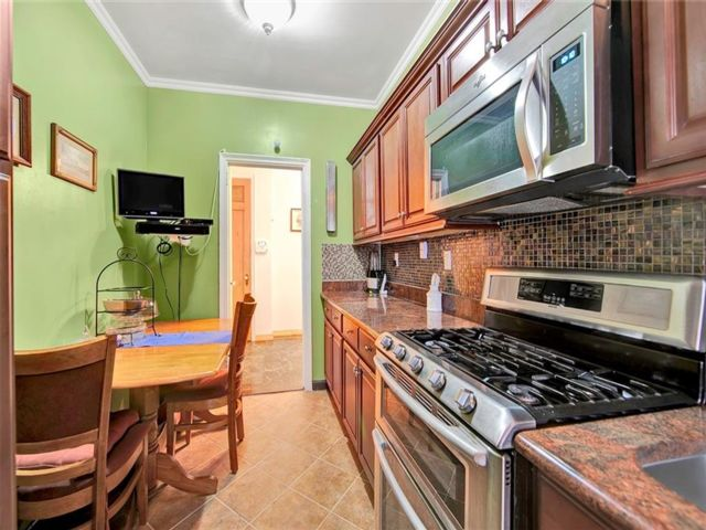 1 BR,  1.00 BTH Co-op style home in Crown Heights