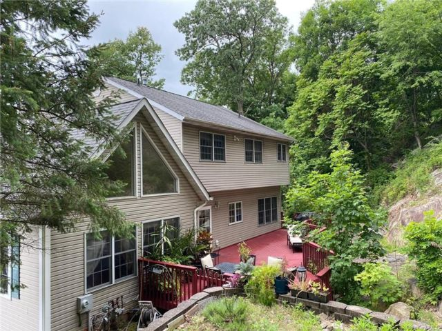 4 BR,  3.00 BTH Colonial style home in Haverstraw Town