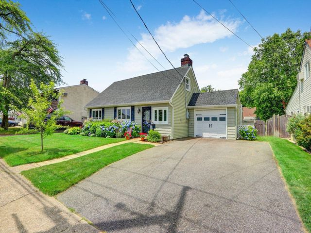 [Massapequa Real Estate, listing number 6957872]