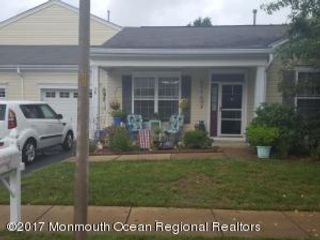 2 BR,  2.00 BTH End unit style home in Lakewood