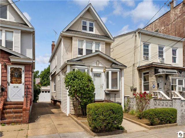 3 BR,  2.00 BTH Single family style home in Richmond Hill