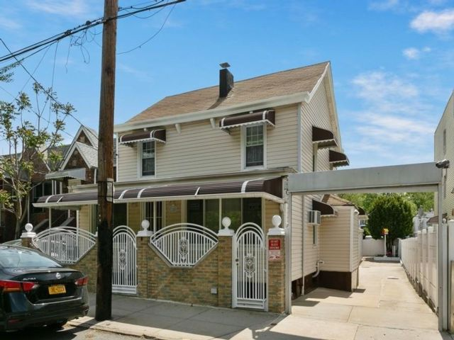 Studio,  0.00 BTH  Multi-family style home in Bay Ridge