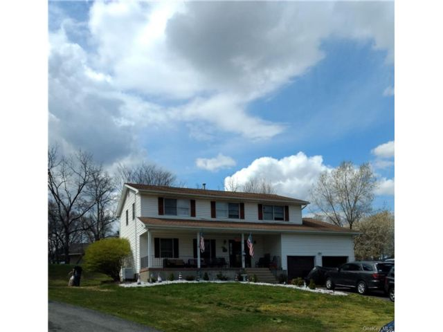 5 BR,  3.00 BTH Colonial style home in New Windsor