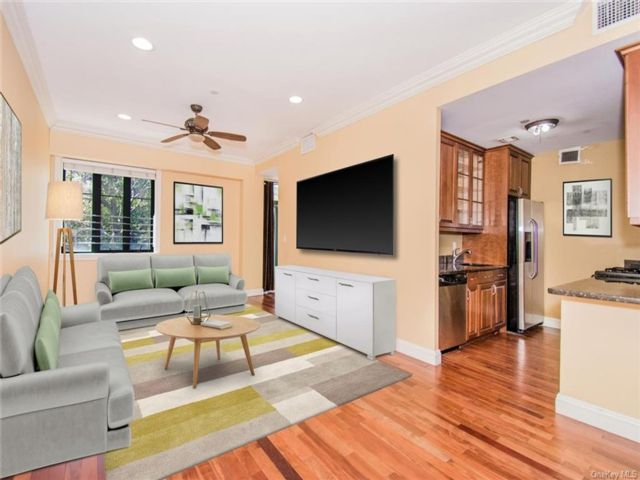 3 BR,  2.00 BTH Mid rise style home in Kingsbridge