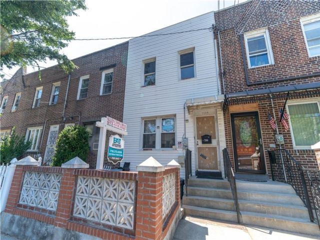 3 BR,  3.00 BTH Single family style home in Dyker Heights