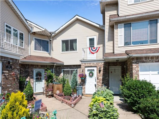 2 BR,  1.50 BTH Single family style home in Westerleigh