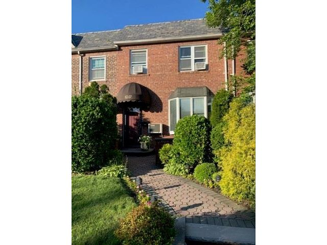 3 BR,  1.00 BTH Single family style home in Middle Village