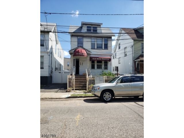 4 BR,  3.00 BTH  Multi-family style home in Irvington