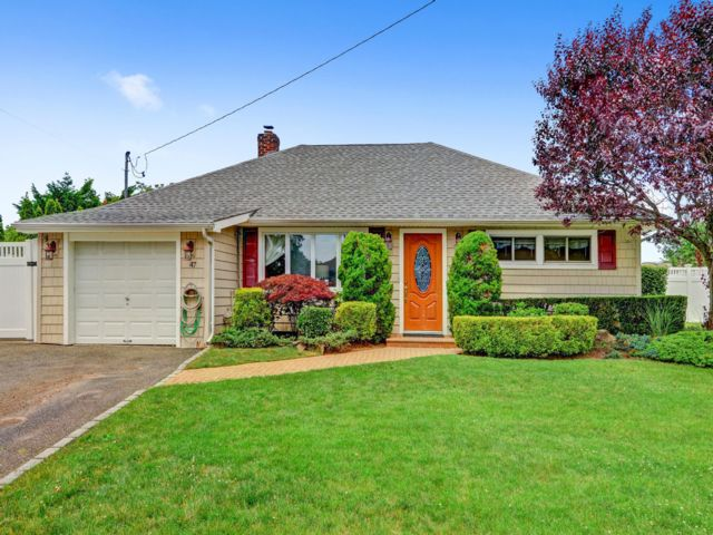 3 BR,  2.00 BTH  Ranch style home in Massapequa
