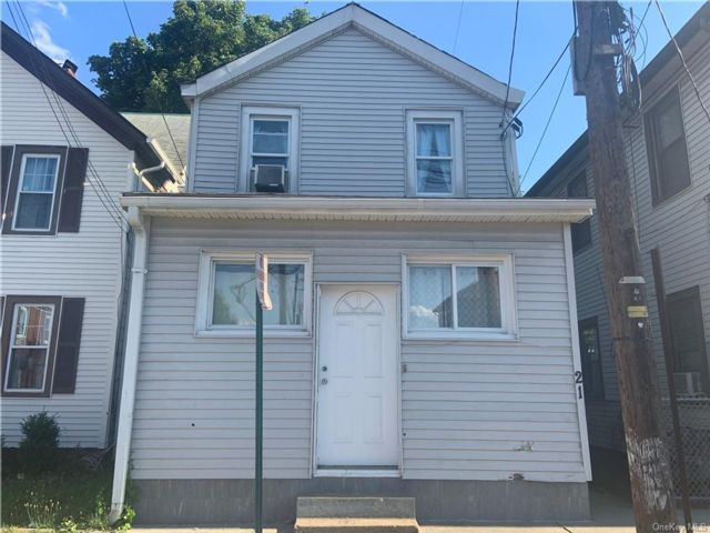 4 BR,  2.00 BTH  Colonial style home in Haverstraw