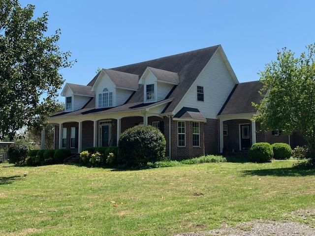 Lot <b>Size:</b> 29.77  Land style home in Chapel Hill
