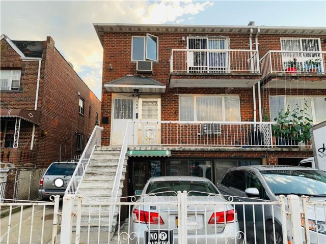 9 BR,  6.00 BTH  Multi-family style home in Gravesend