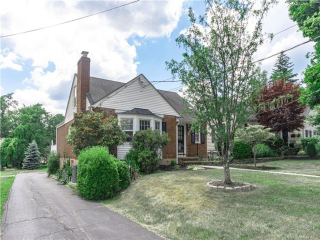 3 BR,  2.00 BTH  Cape style home in Middletown
