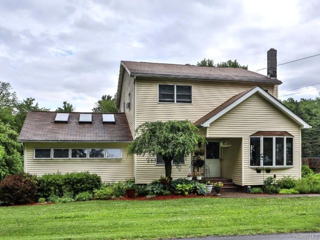 4 BR,  3.00 BTH Cape style home in Crawford