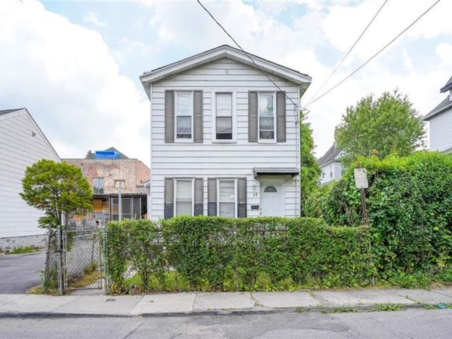 3 BR,  1.00 BTH Colonial style home in Mount Vernon