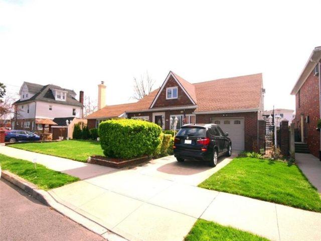 6 BR,  3.00 BTH Multi-family style home in Bergen Beach