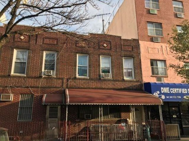 5 BR,  2.00 BTH Multi-family style home in Sunset Park