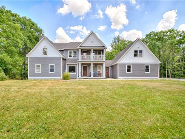 4 BR,  4.00 BTH Colonial style home in Mamakating