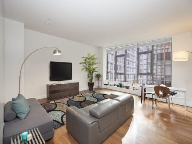 2 BR,  2.00 BTH  Condo style home in Hunters Point