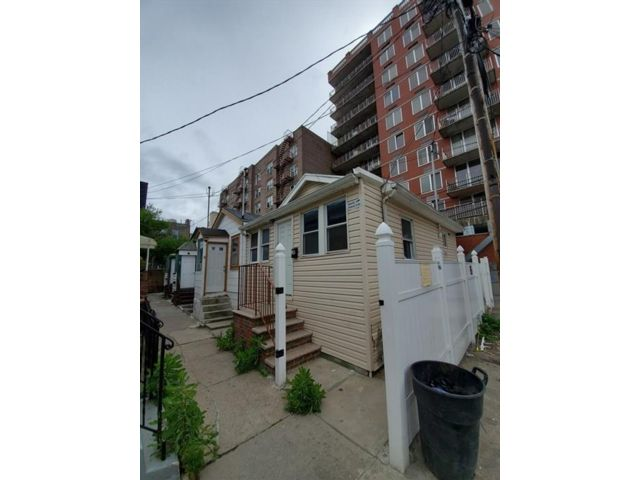2 BR,  1.00 BTH  Single family style home in Brighton Beach