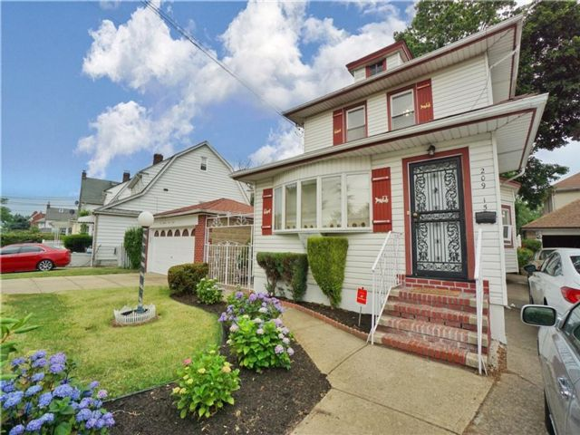 5 BR,  3.00 BTH  Single family style home in Queens Village
