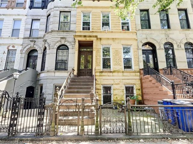 6 BR,  4.00 BTH Multi-family style home in Bedford Stuyvesant