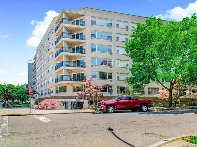 2 BR,  2.00 BTH Mid rise style home in White Plains