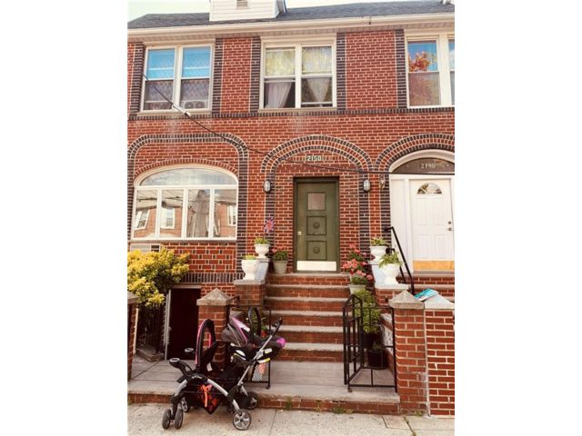 1 BR,  1.00 BTH Multi-family style home in Gravesend
