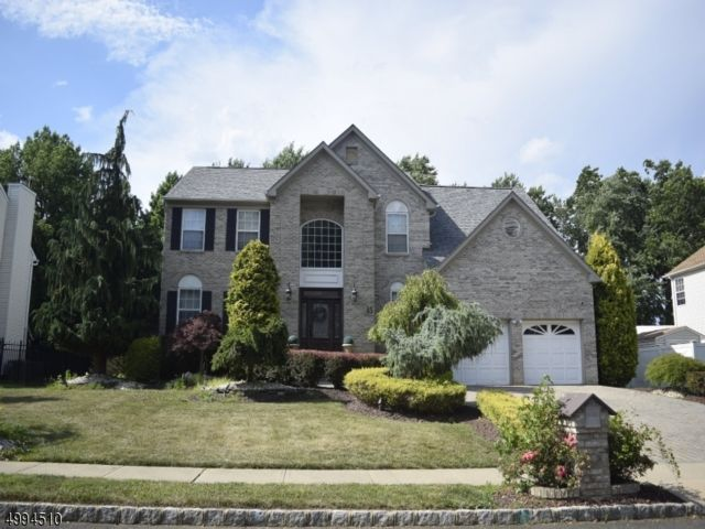 4 BR,  2.50 BTH Colonial style home in Matawan