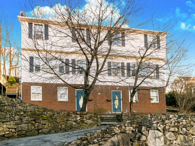 6 BR,  5.00 BTH Colonial style home in New Rochelle