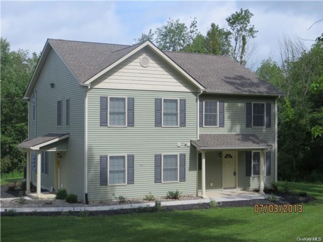 6 BR,  6.00 BTH  2 story style home in Newburgh Town