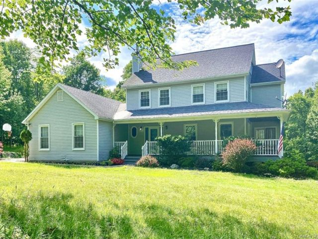 4 BR,  3.00 BTH  Colonial style home in Chester Town