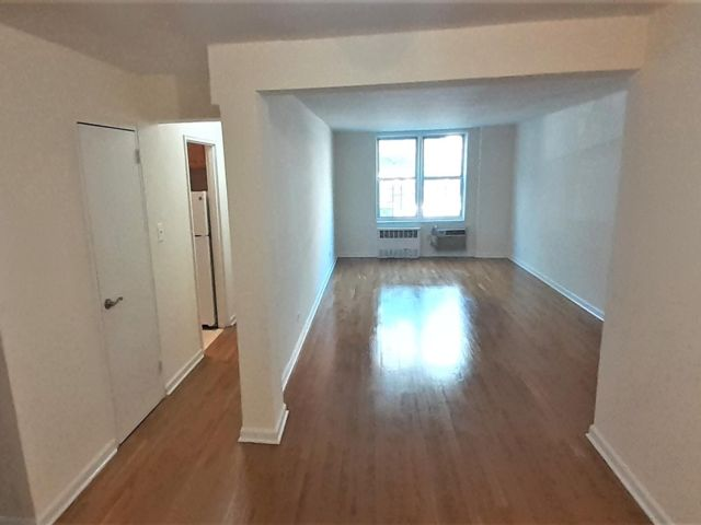 2 BR,  1.00 BTH Rental style home in Homecrest