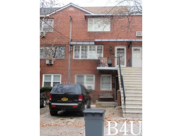 5 BR,  3.50 BTH 2 story style home in Mill Basin