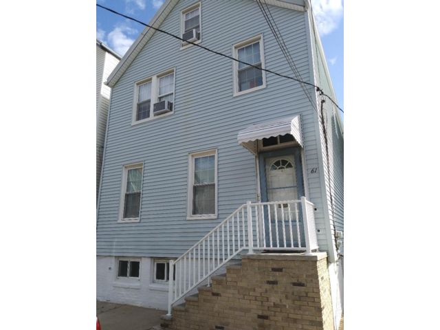 4 BR,  2.00 BTH  Colonial style home in Bayonne