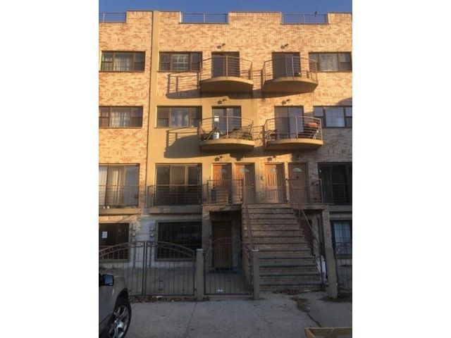 3 BR,  3.00 BTH Condominium style home in Crown Heights