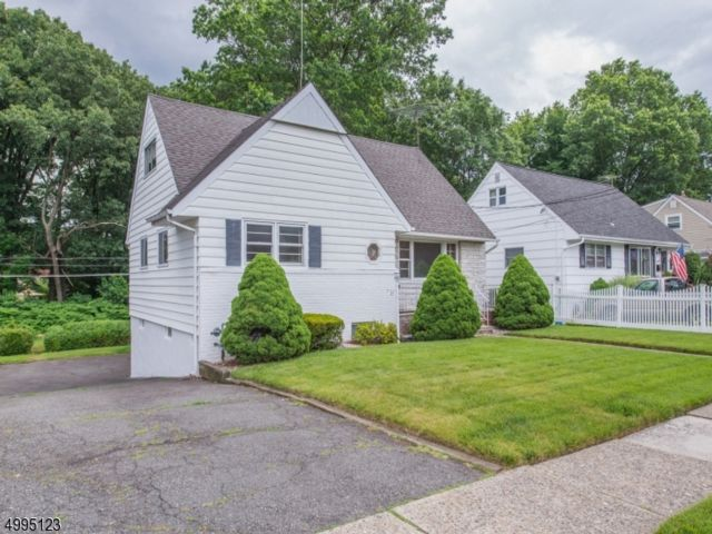 4 BR,  1.50 BTH Cape cod style home in Bloomfield