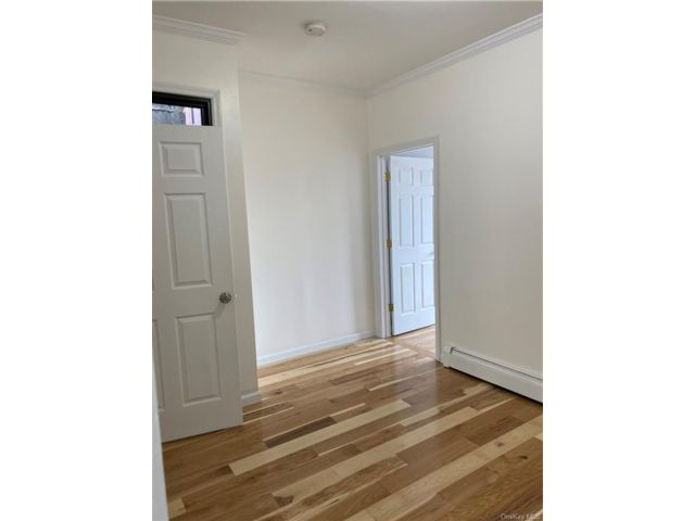 3 BR,  1.00 BTH Trilevel style home in Claremont Park