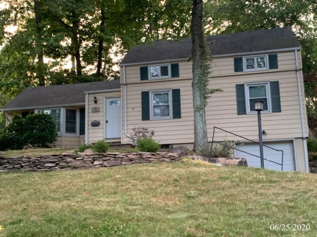 4 BR,  2.00 BTH  Custom style home in Fanwood