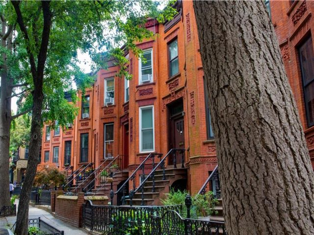 5 BR,  2.00 BTH  Multi-family style home in Park Slope
