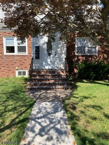 2 BR,  1.00 BTH House style home in Belleville