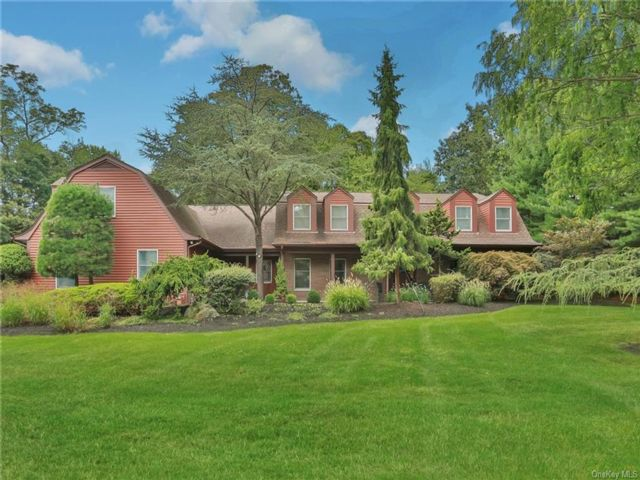 5 BR,  4.00 BTH Colonial style home in Orangetown