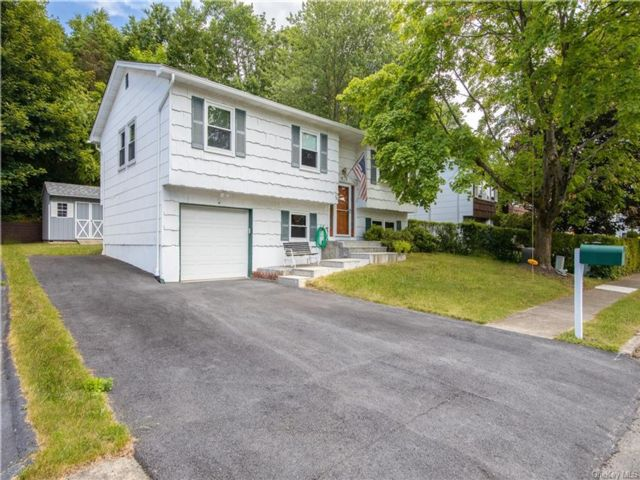 4 BR,  2.00 BTH  Raised ranch style home in Ramapo