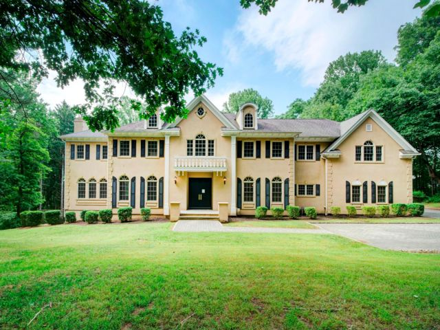 6 BR,  4.56 BTH  Custom style home in Chester