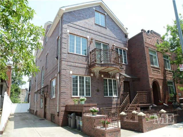 7 BR,  7.50 BTH  Multi-family style home in Midwood