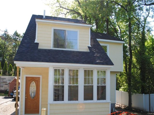 3 BR,  3.00 BTH  Single family style home in Eastchester