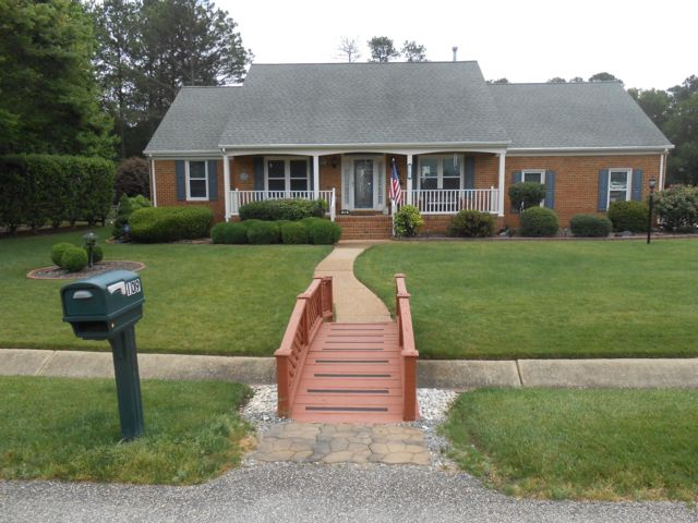 3 BR,  2.50 BTH Exp ranch style home in Grafton