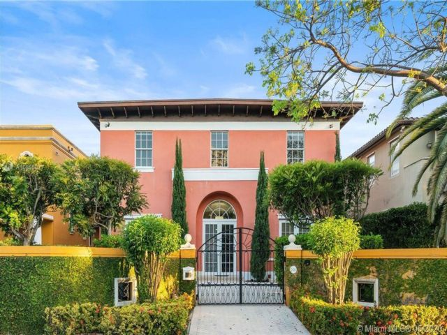 7 BR,  7.00 BTH  style home in Miami