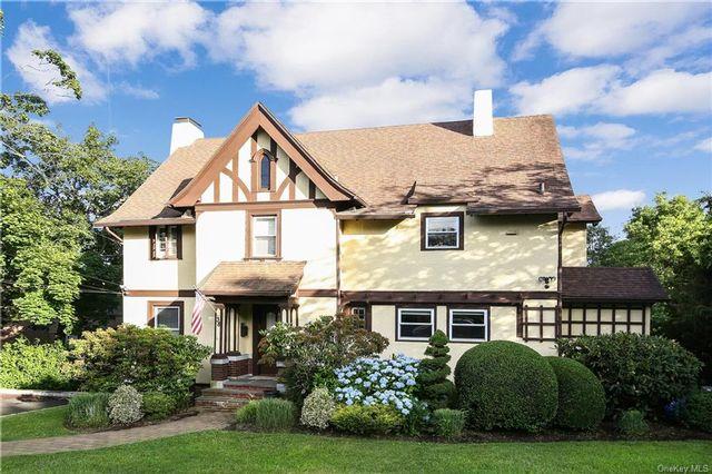 7 BR,  5.00 BTH Tudor style home in White Plains